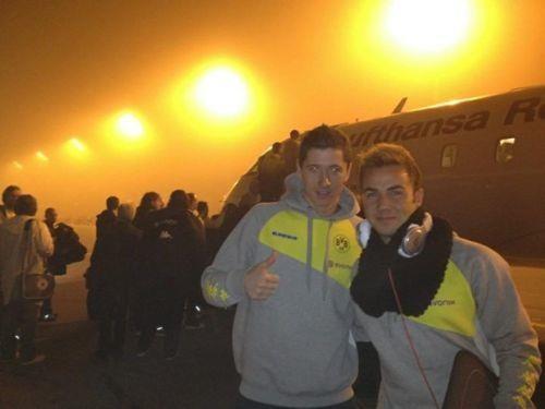 Robert Lewandowski with Mario Götze at Munich Airport