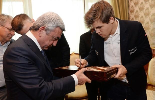 Carlsen with Armenian President Serzh Sargsyan