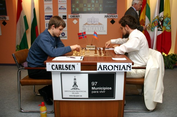 Carlsen playing with Levon Aronian