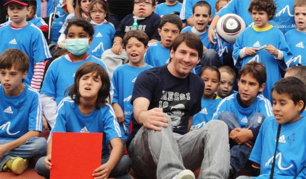Messi with kids of his charity organization Leo Messi Foundation