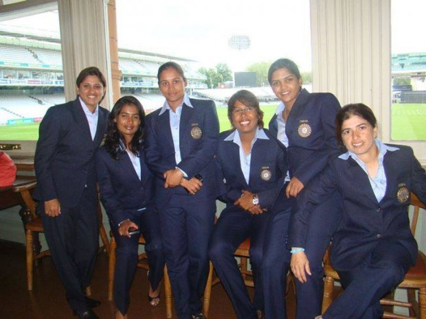 Mithali Raj With Her Team