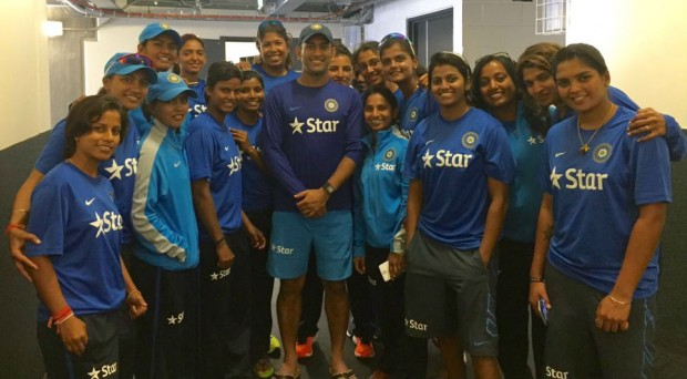 Mithali Raj and Her Teammates With Dhoni