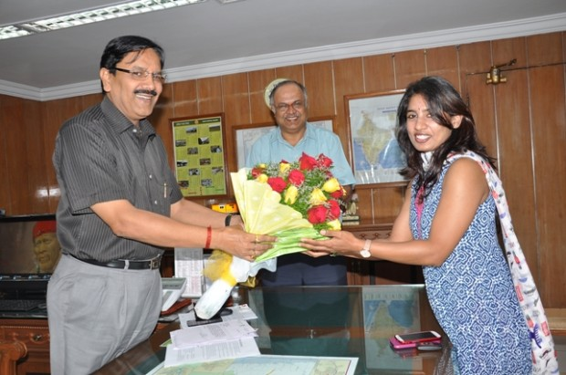 Mithali Raj  is Being felicitated by Shri P.K. Srivastava