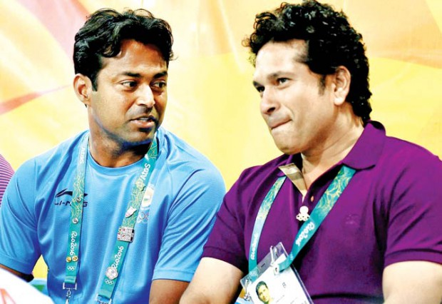 Leander Paes and Sachin Tendulakr having a conversation