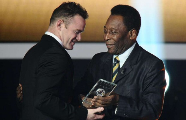 Wayne Rooney recieving an award from Pele