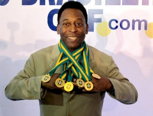 Pele showing his medals