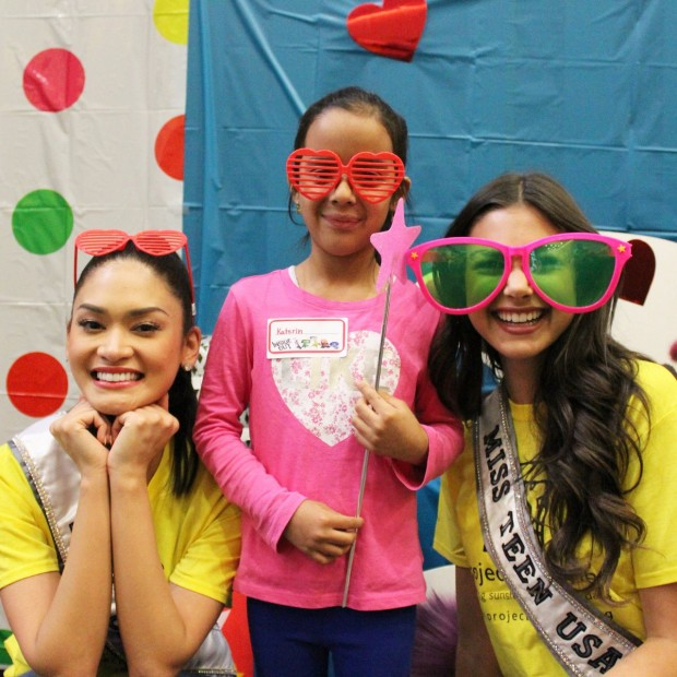 Pia Wurtzbach with a Kid during Project Sunshine