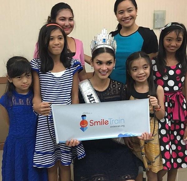 Pia Wurtzbach with SmileTrain Foundation Kids