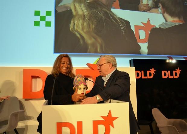 Dr. Hubert Burda awards Zaha Hadid with the Aenne Burda Award