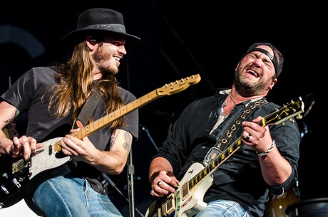 Guitarist Travis Bettis With Lee Brice