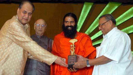 Rahul Bajaj With  Baba Ramdeo