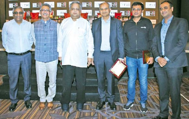 Rakesh Jhunjhunwla With Retail Growth Members