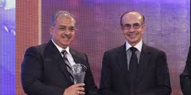 Dilip Shanghvi Receiving Award From Godrej Chairman Adi Godrej