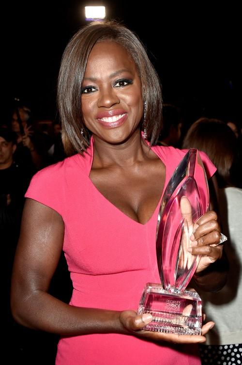 Viola Davis  holding Peoples Choice Award