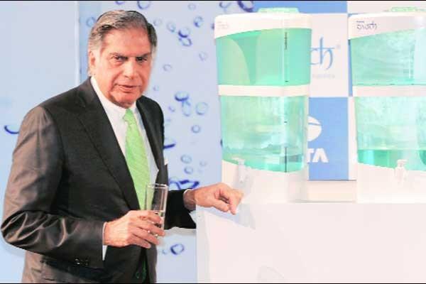 Ratan Tata Unveils Tata Swach Nanotech Water Purifier at Tata Theatre