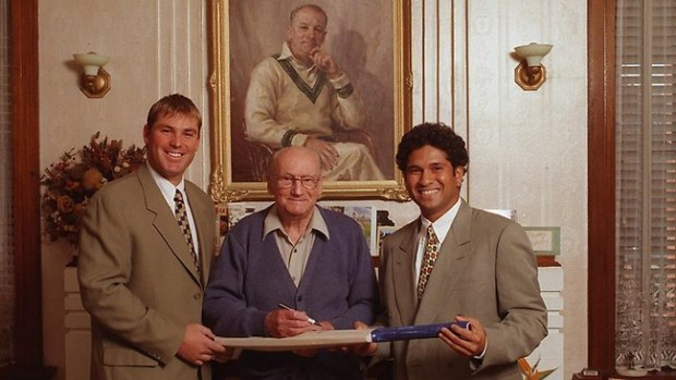 Sachin Taking Autograph of Sir Don Bradman Along with Shane Warne