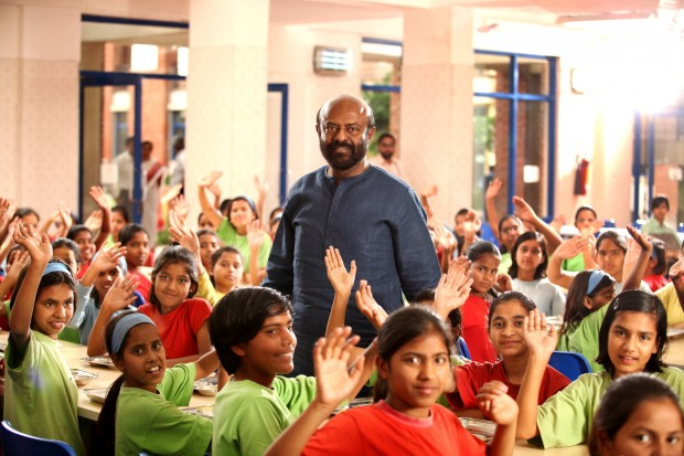 Shiv Nadar with students at Vidyagyan