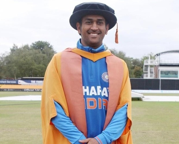 MS Dhoni Poses with His Honorary Doctorate From Leicesters De Montfort University