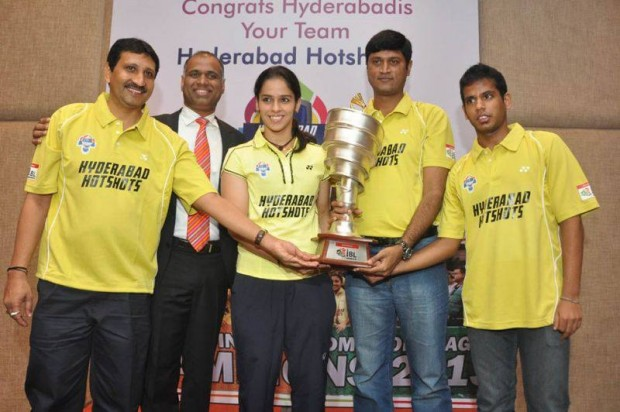 Saina Nehwal and Hyderbad Team Staff with PBL Trophy