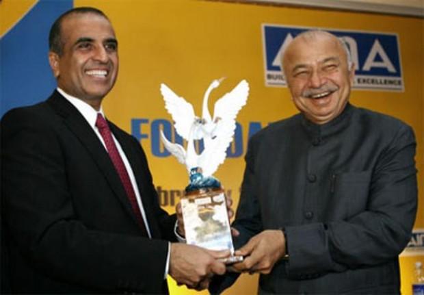 Sunil Mittal Receiving Tata Corporate Award