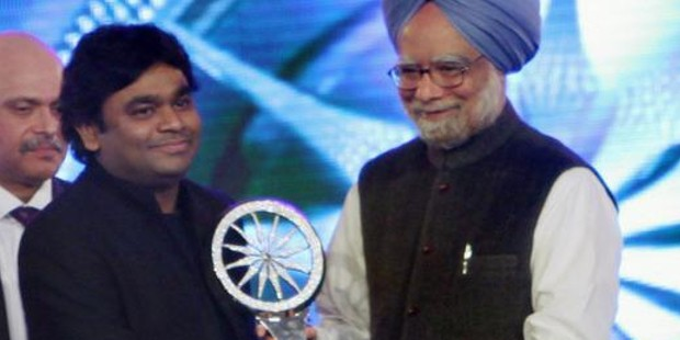 Rahman Receiving CNN IBN Indian of The Year for 2009