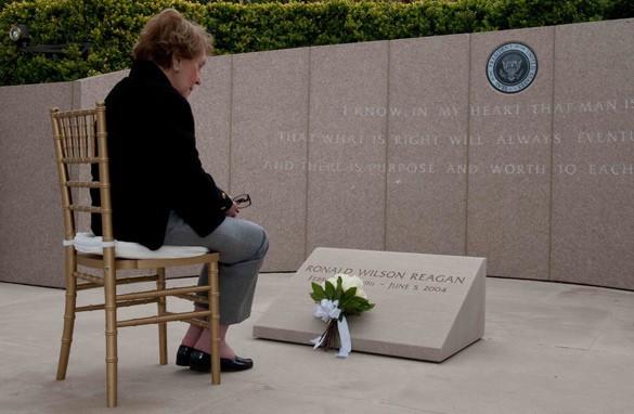 Lady Nancy Reagan honoring Her Husband