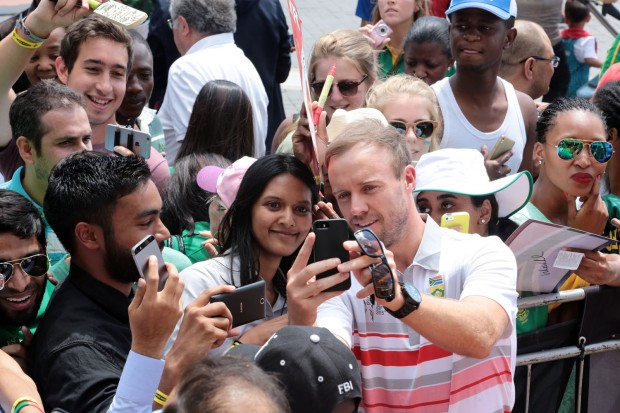 ABD taking Selfie for a Fan