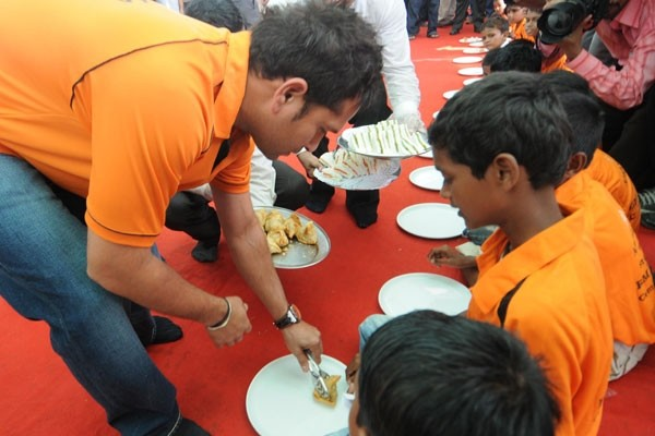 Sachin Serving Food For NGO Children