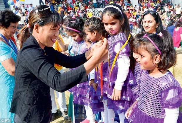 Mary Kom With School Children In Delhi