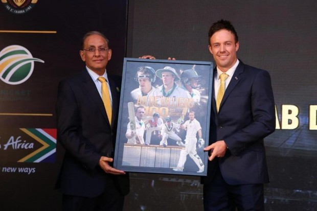 ABD Receiving a Momento on Regarding His 100th Test Match