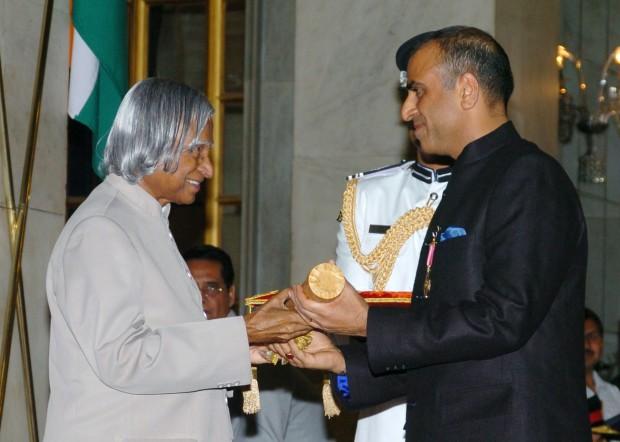 Sunil Mittal Receiving Indian Civilian Honor Padma Bhushan From Abdul Kalam