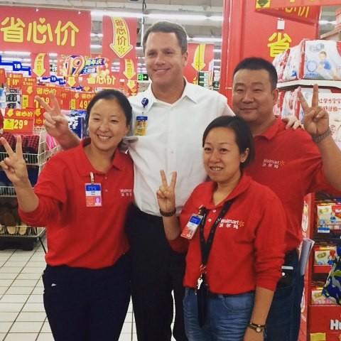 Doug McMillon with Chinese Walmart Team