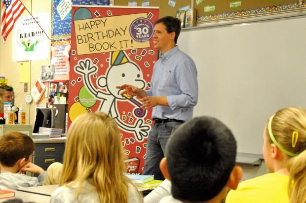Jeff Kinney speaks to Akin Road Elementary School students