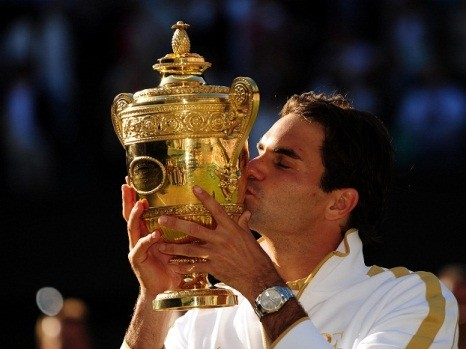 Roger Federer Kissing his Trophy