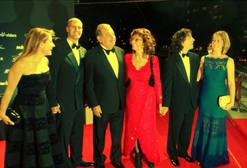 Sophia Loren, her family and Mexican magnate Carlos Slim at the gala dinner