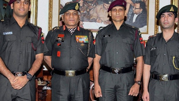 Dhoni with Other Lt Col. Rank Holders