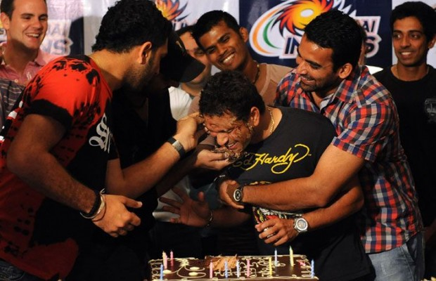 Sachin in His Birthday Celebrations with other Fellow Cricketers