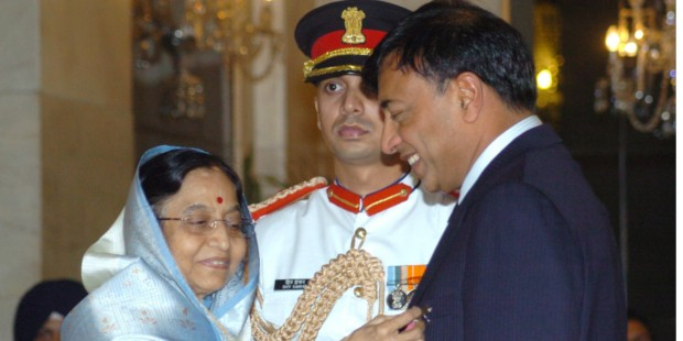 Mittal Receiving Padma Vibhushan from Then Indian President Pratiba Patil