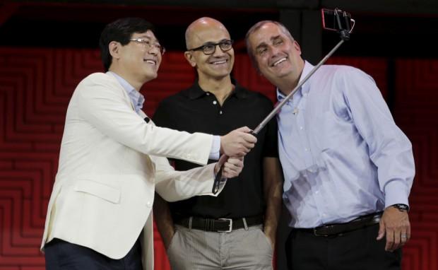 Lenovo CEO Yang Yuanqing takes a selfie with Satya Nadella