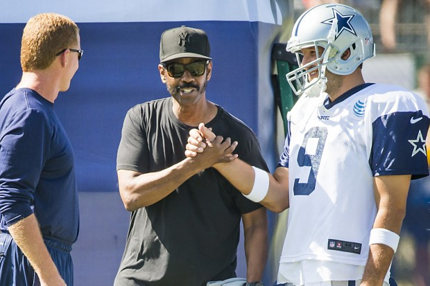 ctor Denzel Washington chats with quarterback Tony Romo and head coach Jason Garrett