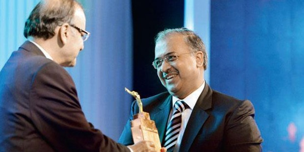 Dilip Shanghvi Receiving Business Leader Award 2014