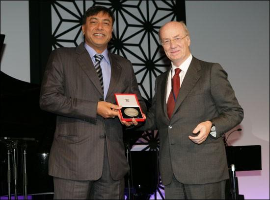 Lakshmi Mittal Receiving WorldSteel Medal by Paolo Rocca, Worldsteel Chairman