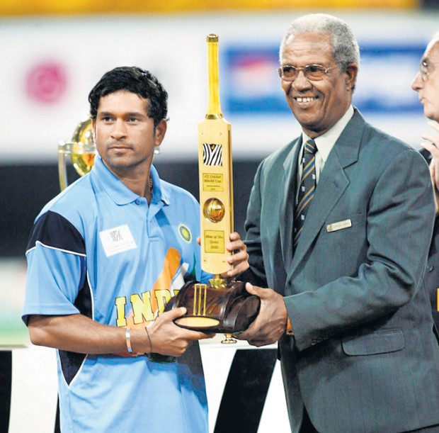 Sachin Receiving Player of The Tournament for 2003 World Cup