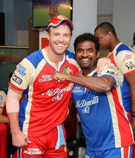 Devilliers with Muralidhran in RCB Dressing Room