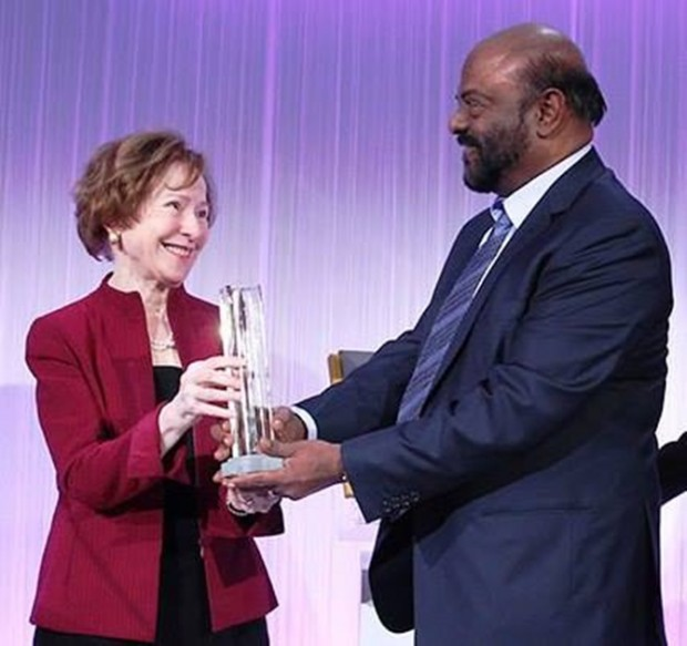 Shiv Nadar Collecting His BNP Paribas Award