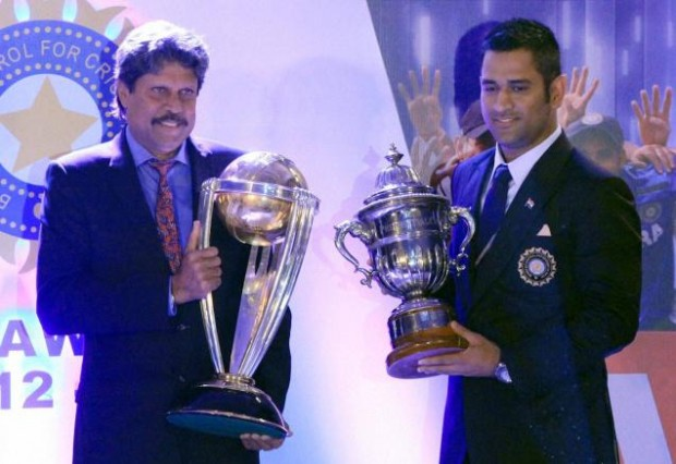 Kapil Dev and M.S.Dhoni exchange the World cup Trophy
