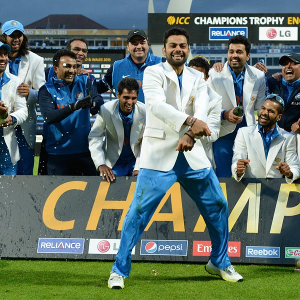 Kohli doing Gangnam Style Act after Indian Winning Champions Trophy
