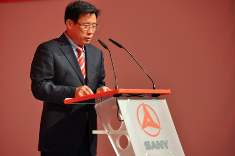 Liang Wengen giving Speech at the Ceremony