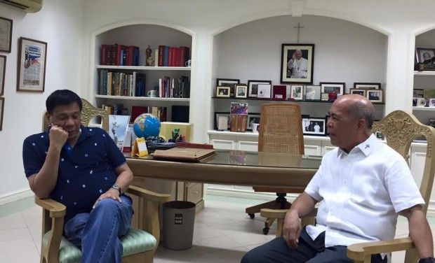 Mayor Rodrigo Duterte meets with Davao Archbishop Romulo