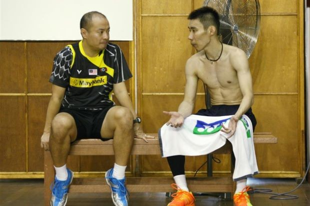 Lee Chong Wei Speaking to his coach Hendrawan
